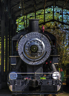 Photograph - Antique Locomotive Head On by Richard Hinds