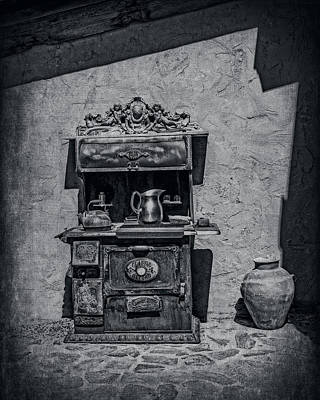 Photograph - Antique Stove And Pots by Sandra Selle Rodriguez