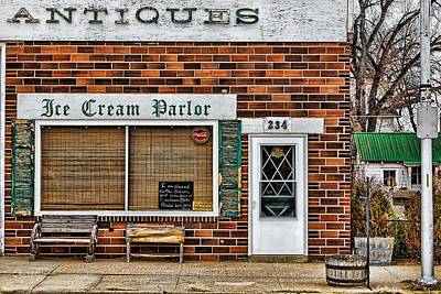 Photograph - Antiques And Ice Cream by Steve Sullivan