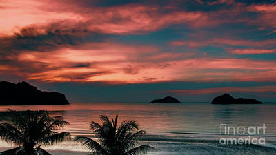 Photograph - Ao Manao Bay Sunrise by Adrian Evans