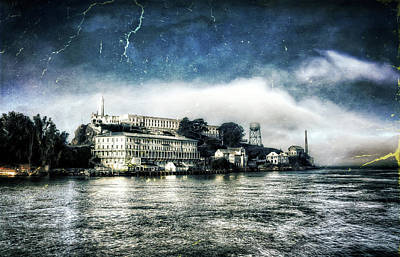 Alcatraz Photograph - Approaching Alcatraz Island By Boat by Jennifer Rondinelli Reilly - Fine Art Photography