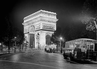 Photograph - Arc De Triomphe 1935 by Andrew Fare