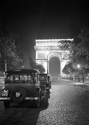 Photograph - Arc De Triomphe 1935b by Andrew Fare