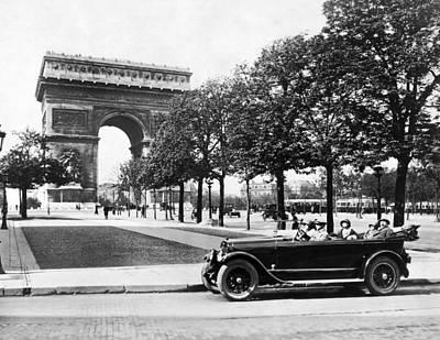Arc De Triomphe Photograph - Arc De Triomphe De Letoile by Underwood Archives