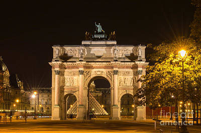 Arc De Triomphe Du Carrousel Wall Art - Photograph - Arc De Triomphe Du Carrousel By Night, Paris by Sinisa CIGLENECKI