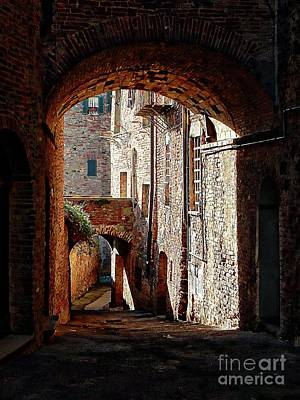 Photograph - Arch To Arch Citta Della Pieve Umbria by Dorothy Berry-Lound
