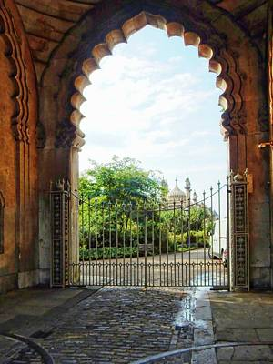 Photograph - Archway View To The Royal Pavilion Brighton by Dorothy Berry-Lound