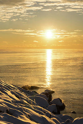 Photograph - Arctic Golds - A Sparkling Subzero Sunrise On Lake Ontario by Georgia Mizuleva