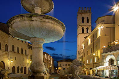 Tina Turner - Assisi Piazza II by Brian Jannsen