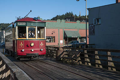 Photograph - Astoria Trolley by Robert Potts