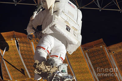 Photograph - Astronaut Installs Stabilizers by Stocktrek Images