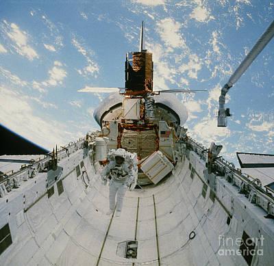 Astronaut Van Hoften In Shuttle Cargo Bay 41c Art Print