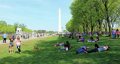 Photograph - People On The National Mall -- Looking East by Cora Wandel