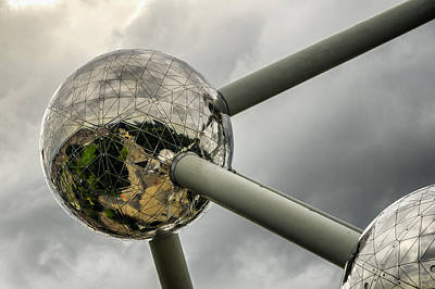 Photograph - Atomium 2 by Pablo Lopez