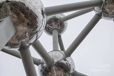 Photograph - Atomium In Brussel by Patricia Hofmeester