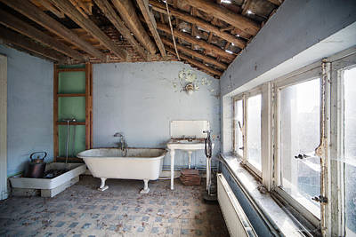 Haunted House Photograph - Attic Bathroom - Urban Exploration by Dirk Ercken