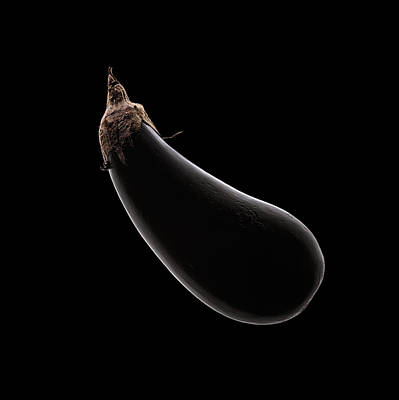 Black Background Photograph - Aubergine Still Life by Johan Swanepoel