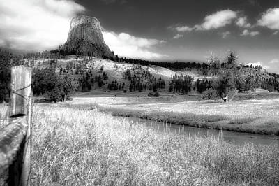 Beach Landscape Mixed Media - August At Wyoming Devils Tower 01 Bw by Thomas Woolworth