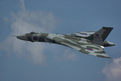 Art Print featuring the photograph Avro Vulcan B2 Xh558 by Tim Beach