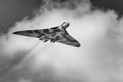 Photograph - Avro Vulcan Xh558 Farewell Flight by Kelvin Trundle