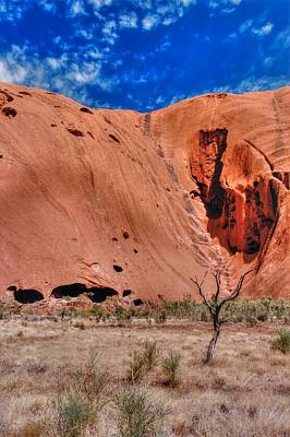 Little Mosters - Ayers Rock 01 by Jonathan Sabin