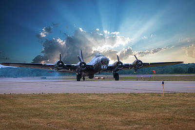 Photograph - B17 Landing by Thomas Woolworth