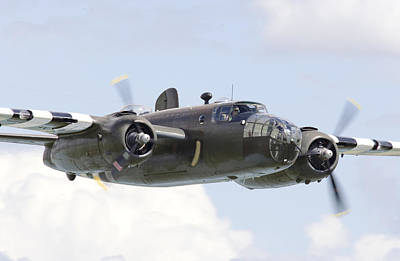 B25 Photograph - B25 - Portrait by Pat Speirs