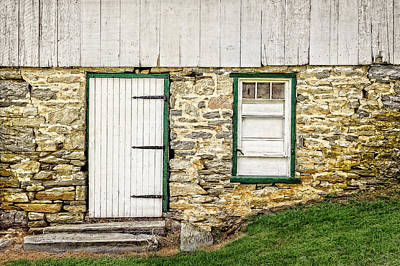 Photograph - Back Entrance To An 1803 Amish Corn Barn  -  1803pacornbarn172779 by Frank J Benz