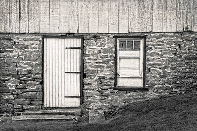 Photograph - Back Entrance To An 1803 Amish Corn Barn  -  1803pacornbarnblwh172779 by Frank J Benz