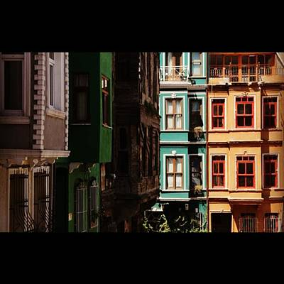 #balat #istanbul #eskibinalar #renkli Art Print