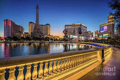 Photograph - Ballys Paris Planet Hollywood Casino At Dawn Wide by Aloha Art