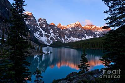 Photograph - Banff - Moraine Lake Sunrise by Terry Elniski