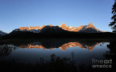 Photograph - Banff - Upper Waterfowl Lake Sunrise by Terry Elniski