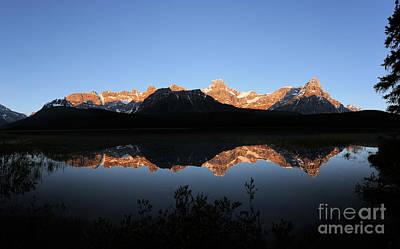 Photograph - Banff - Upper Waterfowl Lake Sunrise by Terry Elniski
