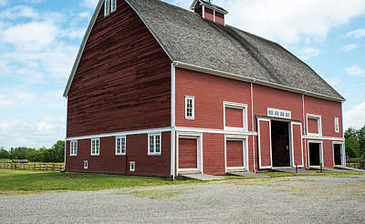 Photograph - Barn At Hovander Homestead Park by Tom Cochran