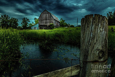 Photograph - Barn By The Stream by Roger Monahan