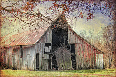 Photograph - Barn Of The Indian Summer by Lynn Sprowl