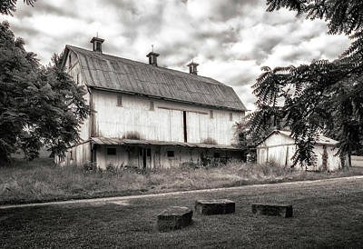 Tin Photograph - Barn In Black And White by Tom Mc Nemar