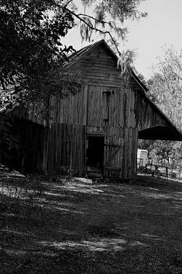 Photograph - Barn In Black And White by Warren Thompson