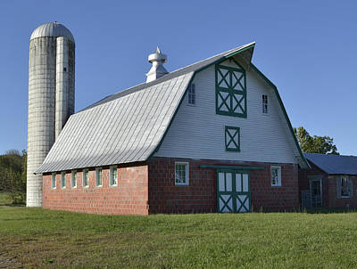 Brick Silos Photograph - Barn In Rural Virginia by Brendan Reals