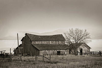 Photograph - Barn In The Valley by Scott Wheeler