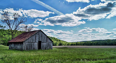 Photograph - Barn On Cedar Creek Bottoms by Cricket Hackmann