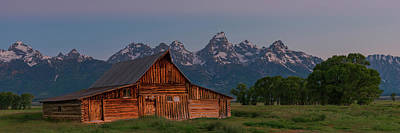 Photograph - Barn On Mormon Row by Gary Lengyel