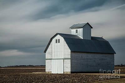 Illinois Farm Land Photograph - Barn by Timothy Johnson