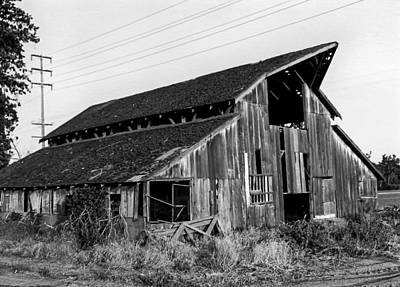 Photograph - Barn With Hay Loft by Gene Parks