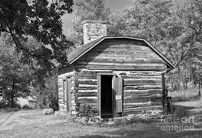 Log Cabins Photograph - Barrs Cabin by Fred Lassmann