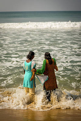 Photograph - Bathing At Varkala IIi by Peter OReilly