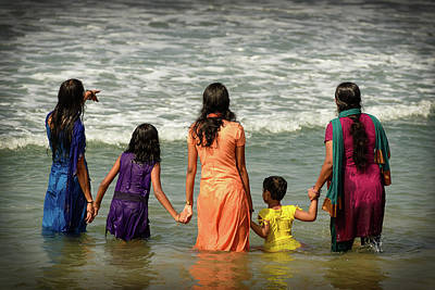 Photograph - Bathing At Varkala Iv by Peter OReilly