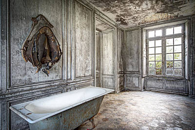 Abandoned Homes Photograph - Bathroom In Decay - Abandoned Building by Dirk Ercken