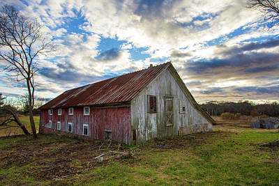 Photograph - Bay Avenue Barn by Robert Seifert